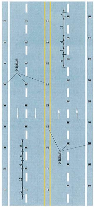 突起路标与标线配合设置示例