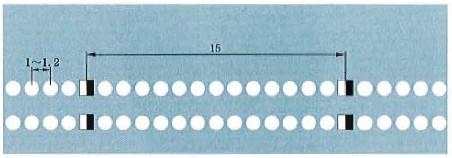 突起路标组成的双实线示例