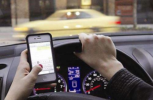 开车使用手机