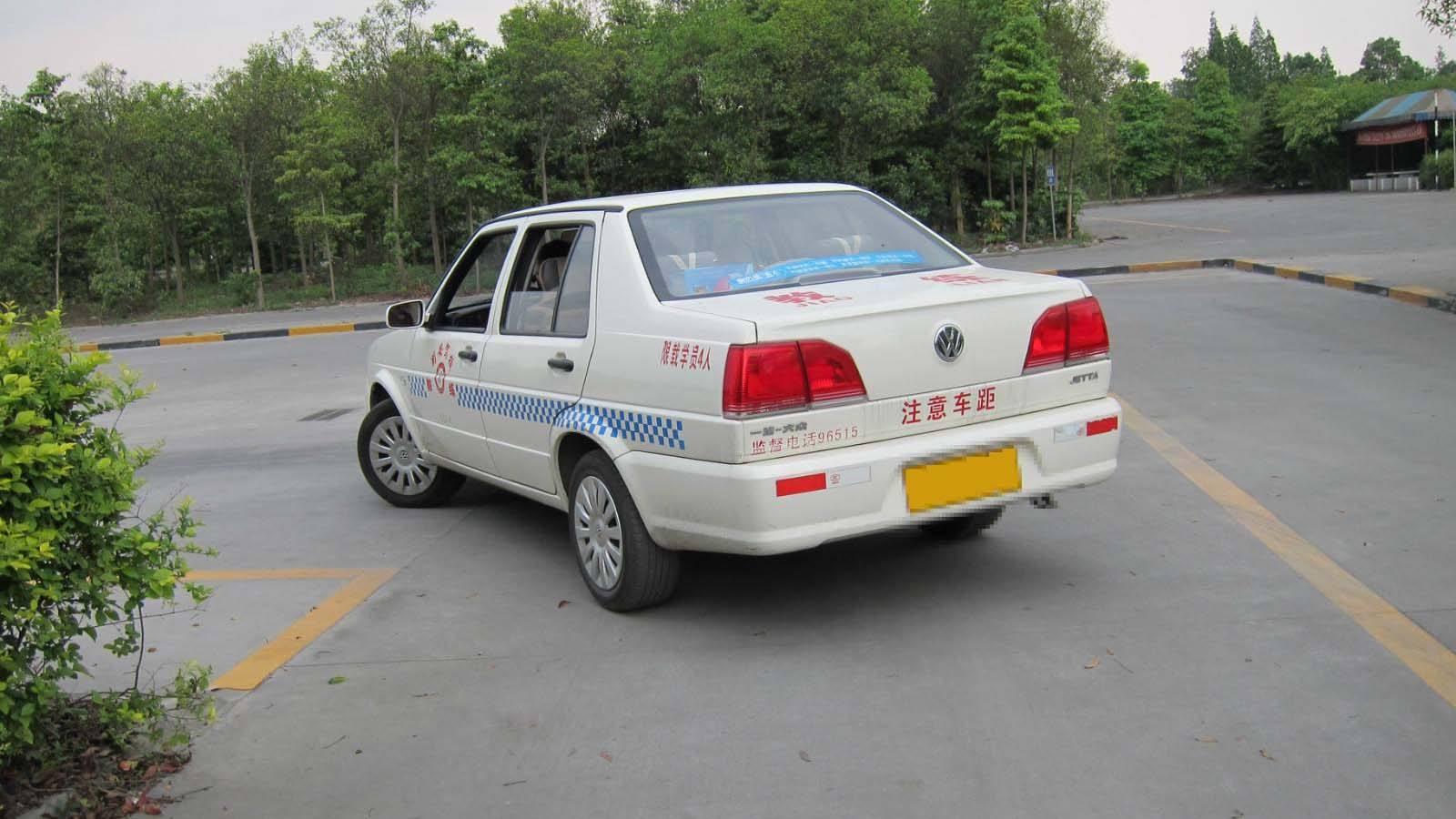杭邮驾校分校教你如何控制好车速?