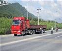 重庆弗思特驾校:路遇大货车,如何做才能保证安全?