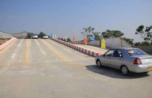 上海考驾照坡道定点停车和起步考试小技巧,看完不用愁!