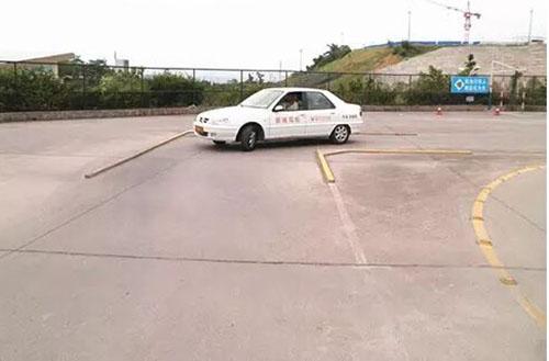 训练车进行直角转弯