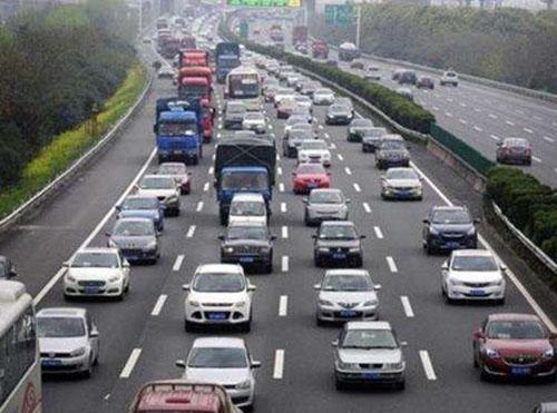 高速公路上面的车辆