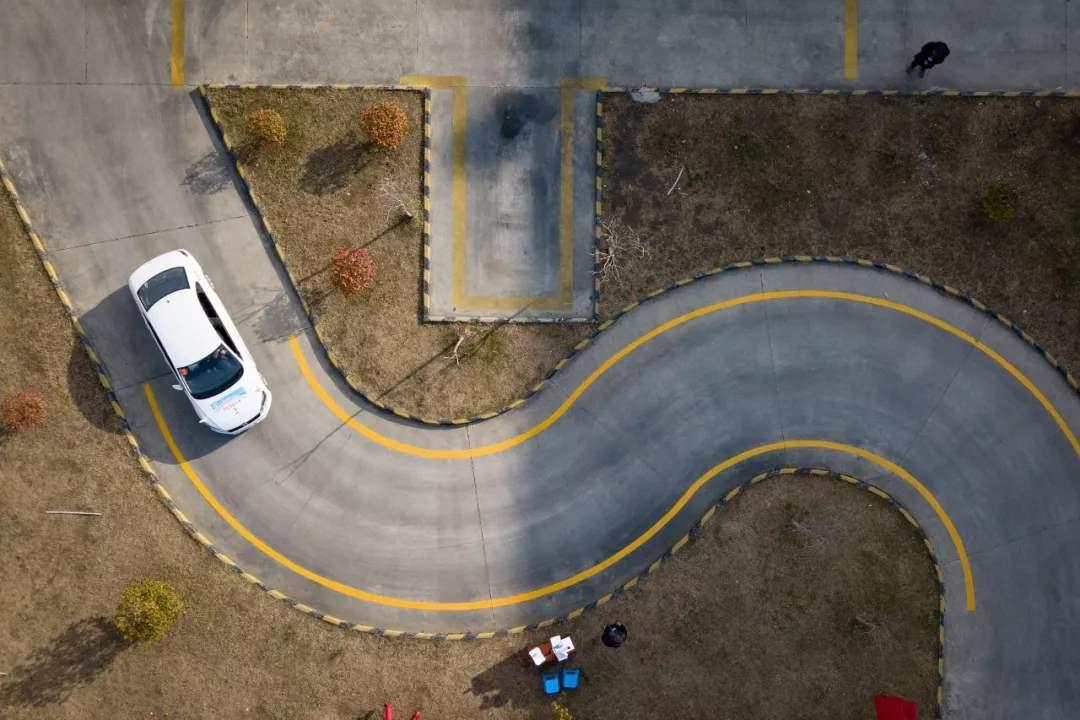 曲线行驶看点和打方向有何技巧?