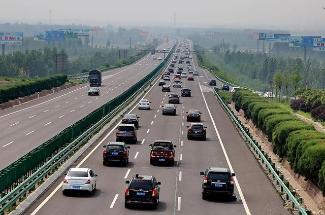 驾照实习期上高速,天津四通驾校提醒开车注意这几点!