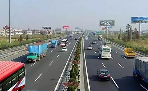 广州凤安驾校分享新手高速行车实用技巧,看完必收藏!