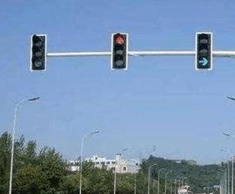 呼和浩特科目三碰到路口红绿灯的操作