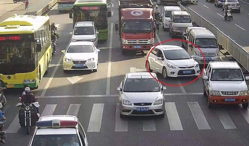 石家庄众源驾校提醒这7种汽车追尾,后车不用负全责!